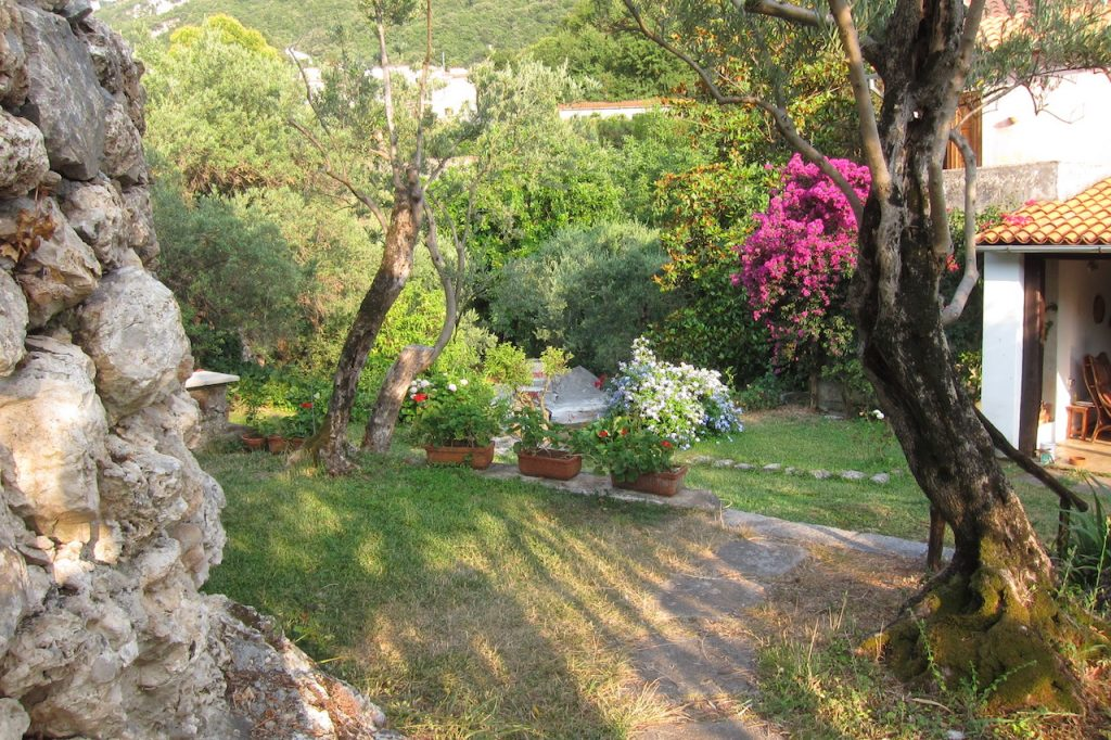 Giardino lato veranda